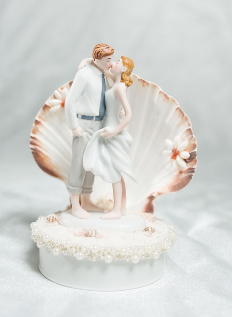 Beach Get Away Shell Wedding Cake Topper Picture in Wedding Cake