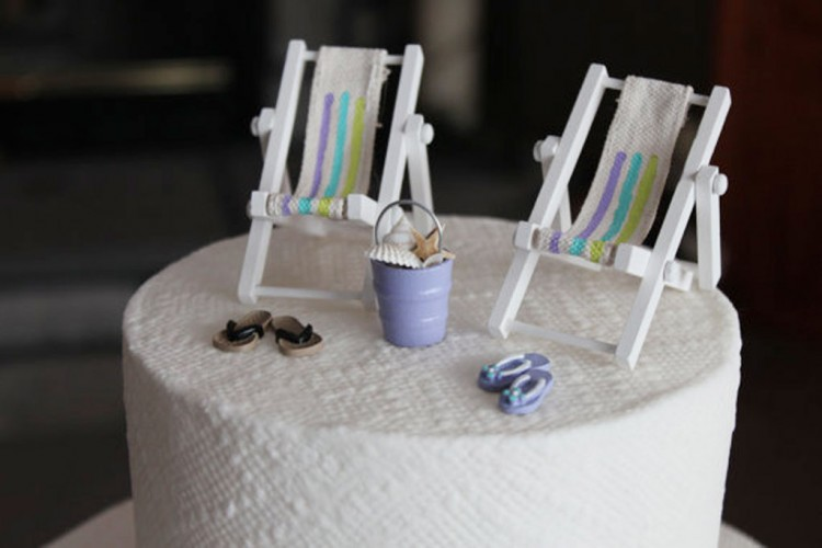 Beach Theme Wedding Cake Topper Miniature Picture in Wedding Cake