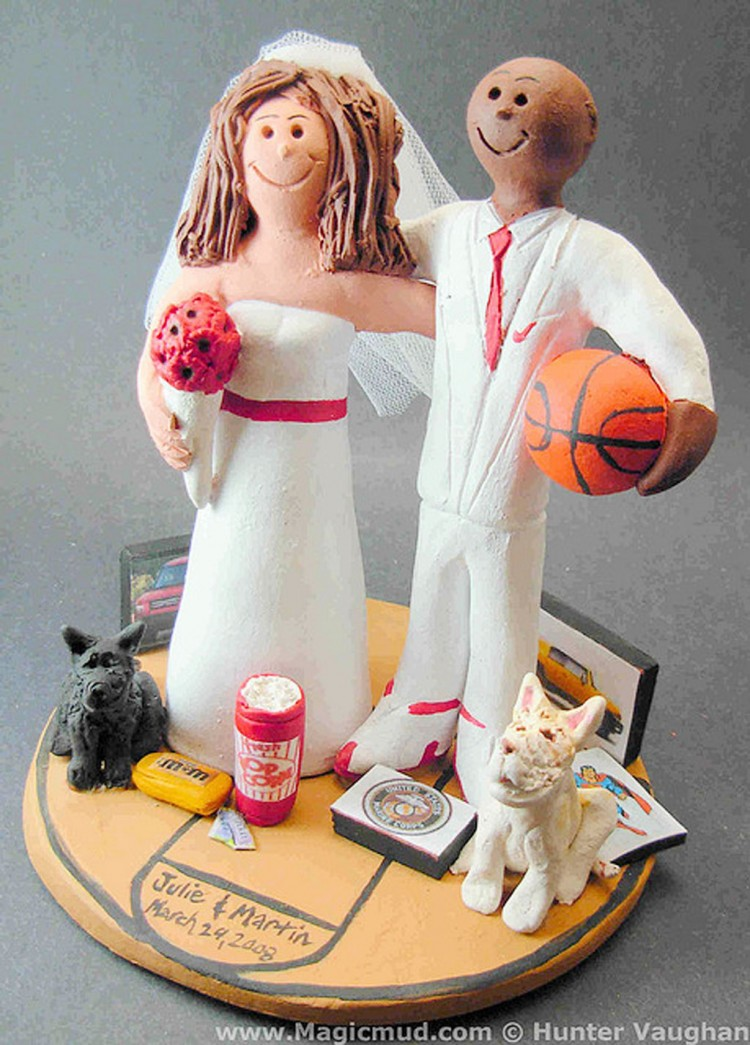Biracial Wedding Cake Topper Picture in Wedding Cake