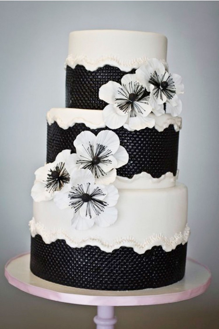 Black And White Wedding Cake Design Picture in Wedding Cake