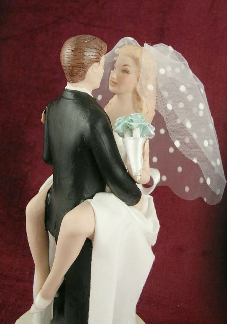 Biracial Sexy Wedding Cake Toppers Picture in Wedding Cake