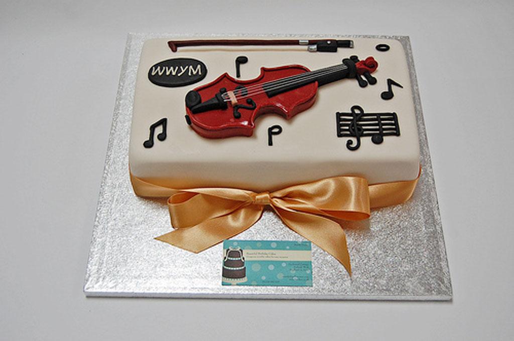 Beautiful violin birthday cakes birthday cake cake ideas for Violin decorating ideas