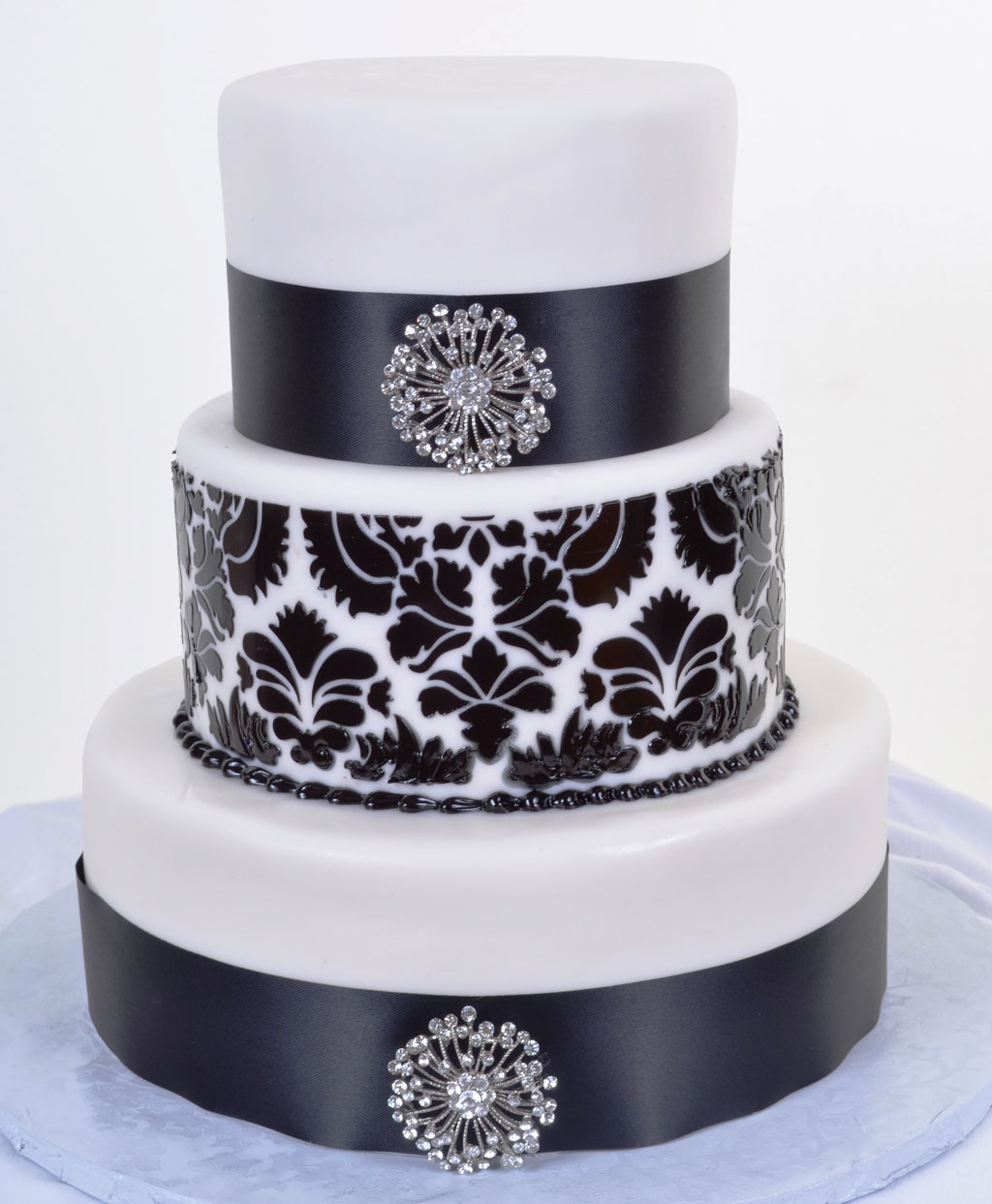 black white wedding cakes wedding cake cake ideas by. Black Bedroom Furniture Sets. Home Design Ideas