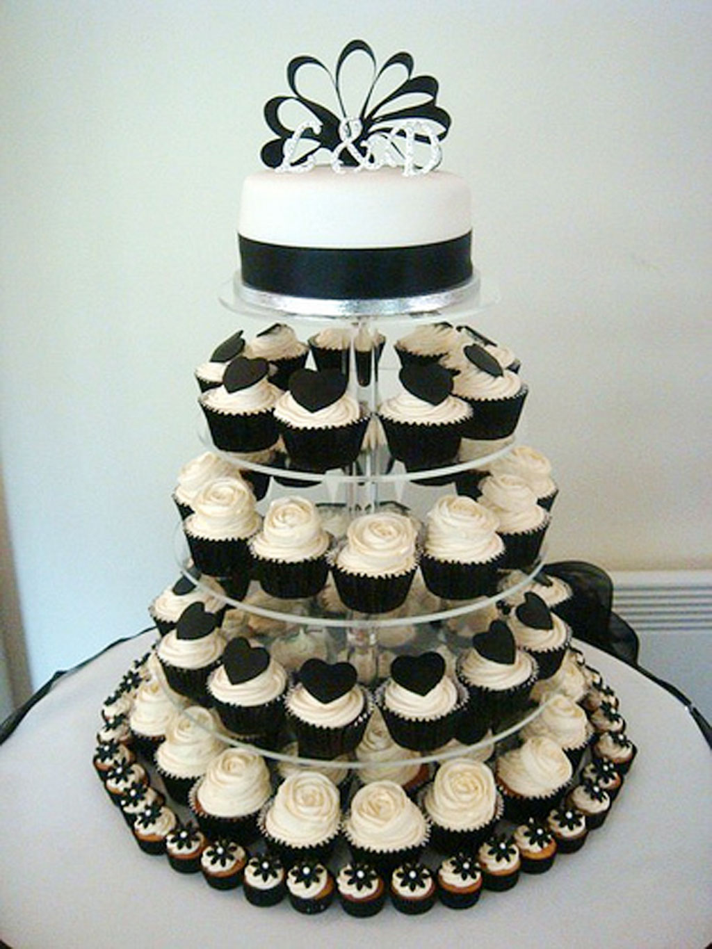 black and white wedding theme wedding cake cake ideas by. Black Bedroom Furniture Sets. Home Design Ideas