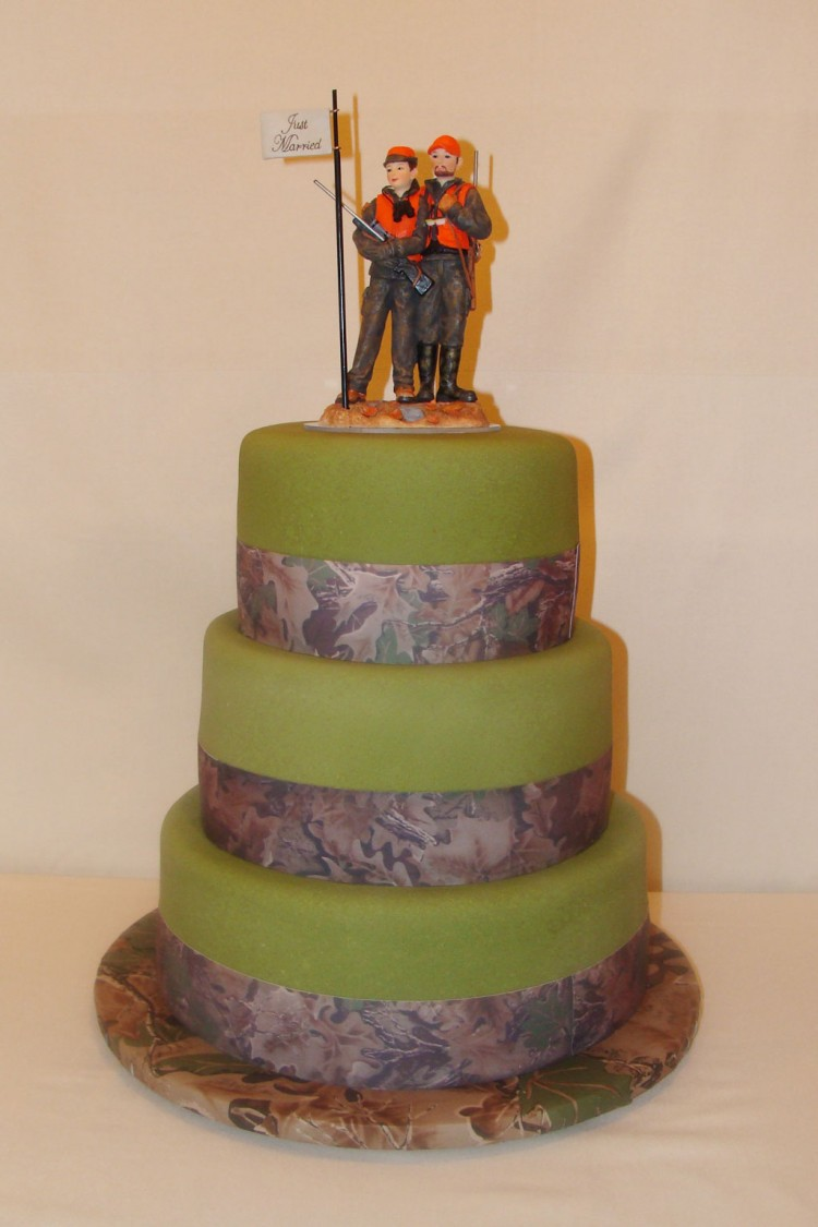 Camouflage Wedding Cake Design Picture in Wedding Cake
