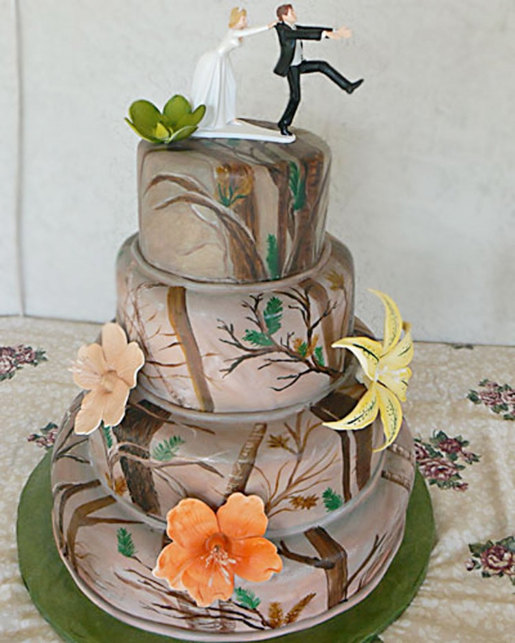 Camouflage Wedding Cake Ideas Picture in Wedding Cake