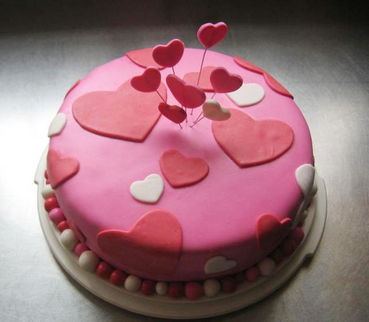 Chic And Trendy Valentines Cake Picture in Valentine Cakes