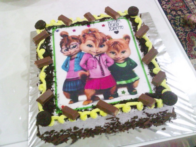 Chipettes Cream Cookies Birthday Cake Picture in Birthday Cake