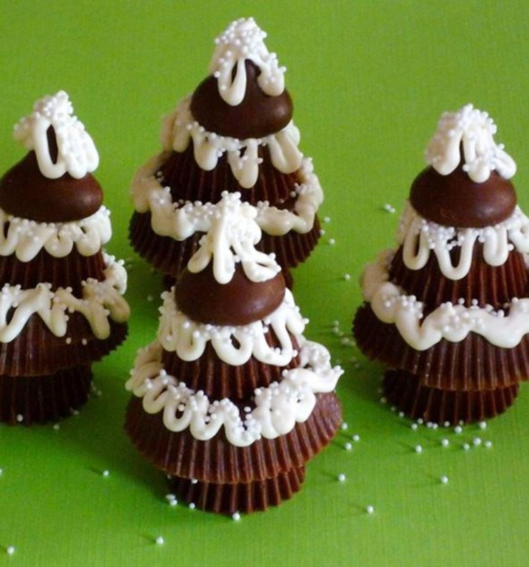 Chocolate Christmas Trees Picture in Chocolate Cake