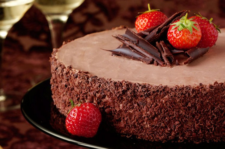Chocolate Christmas Dessert With Strowberry Picture in Chocolate Cake