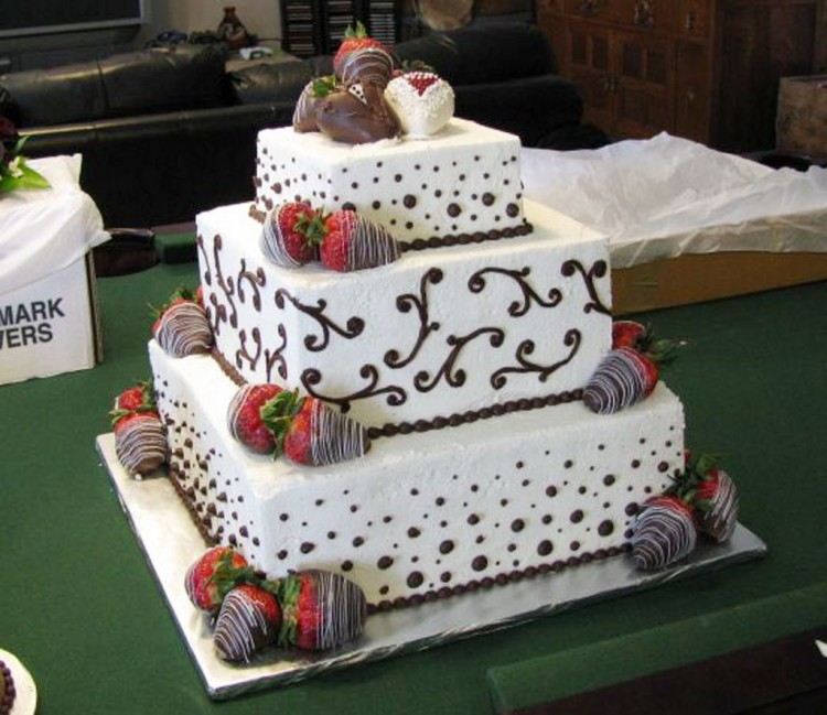 Chocolate Covered Strawberry Wedding Cake Picture in Wedding Cake