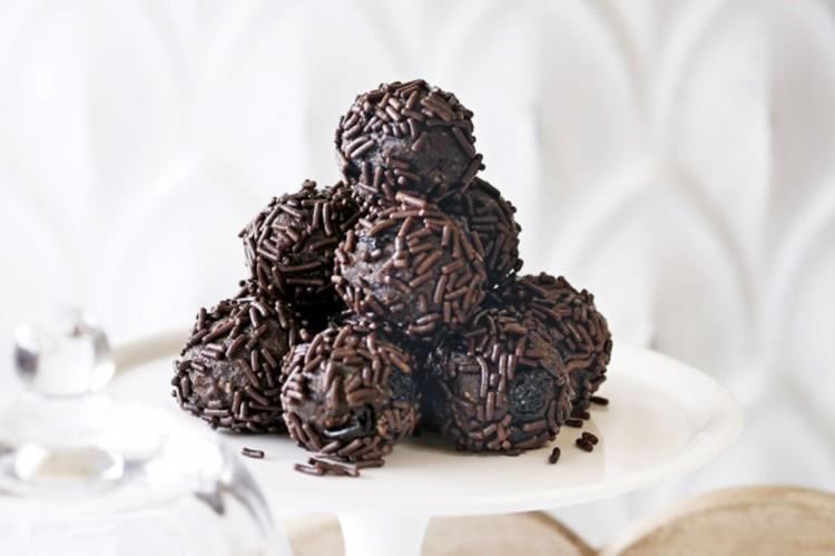 Chocolate Rum Balls Picture in Chocolate Cake