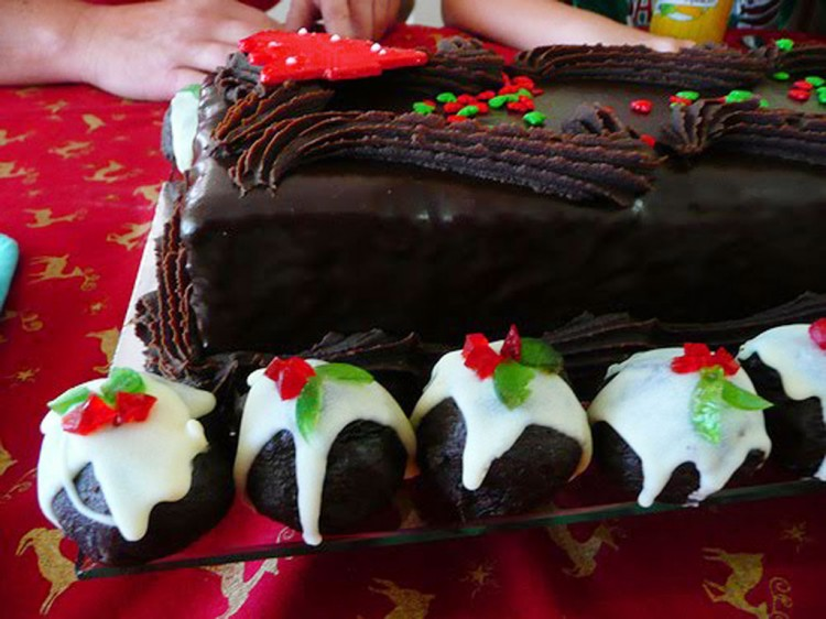 Christmas Chocolate Cake Picture in Chocolate Cake