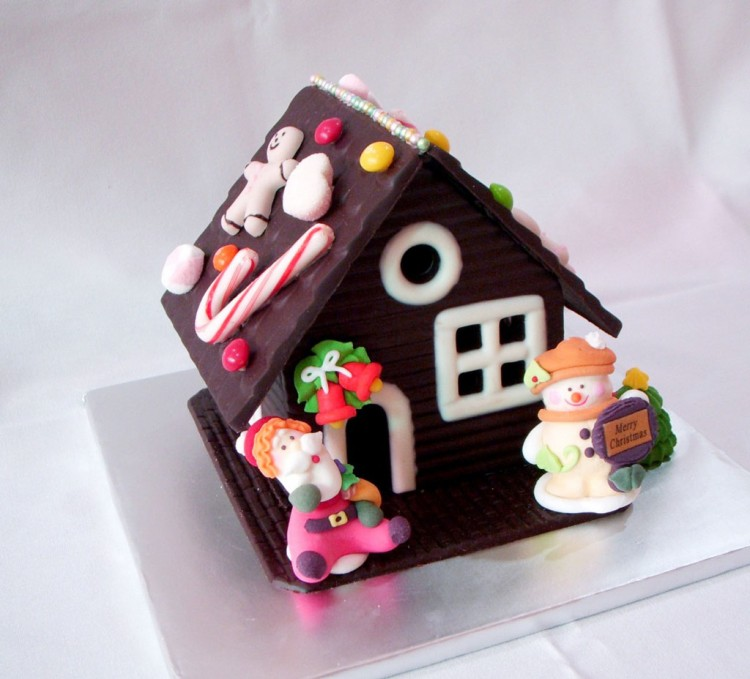 Christmas Chocolate House Picture in Chocolate Cake