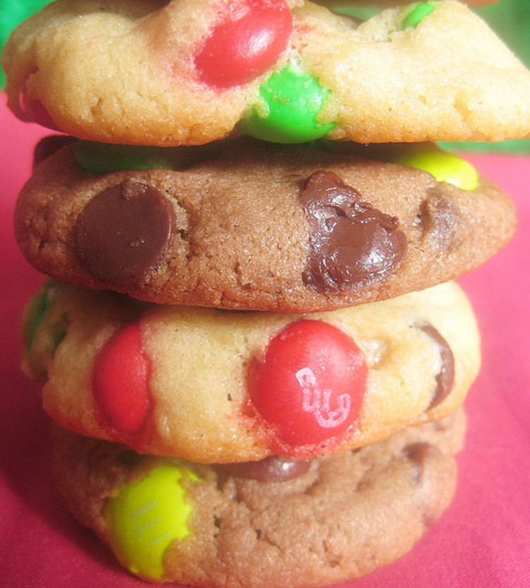 Christmas MM Chocolate Chip Cookies Picture in Chocolate Cake