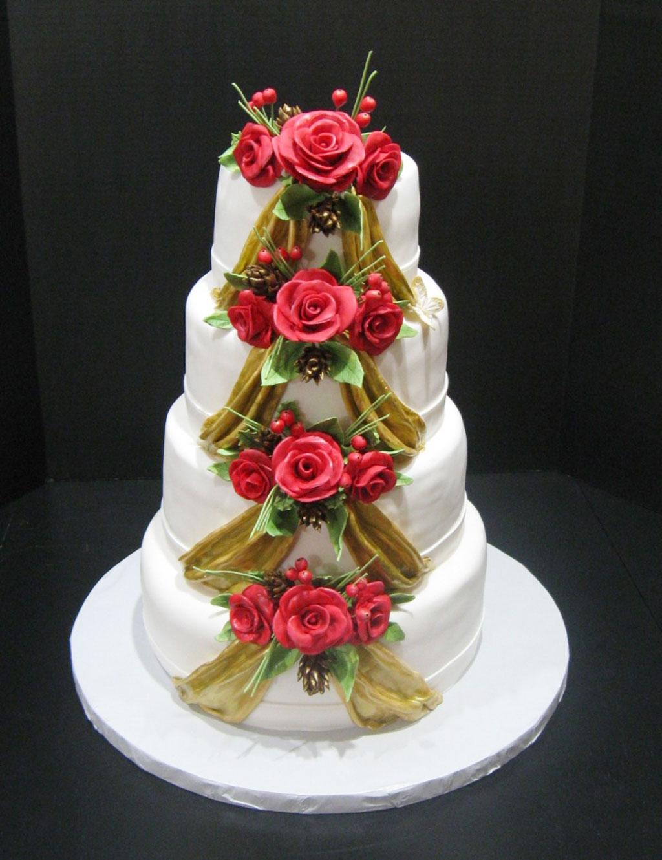 20 Amazing Christmas Wedding Ideas To Try - Instaloverz |Christmas Wedding Cakes