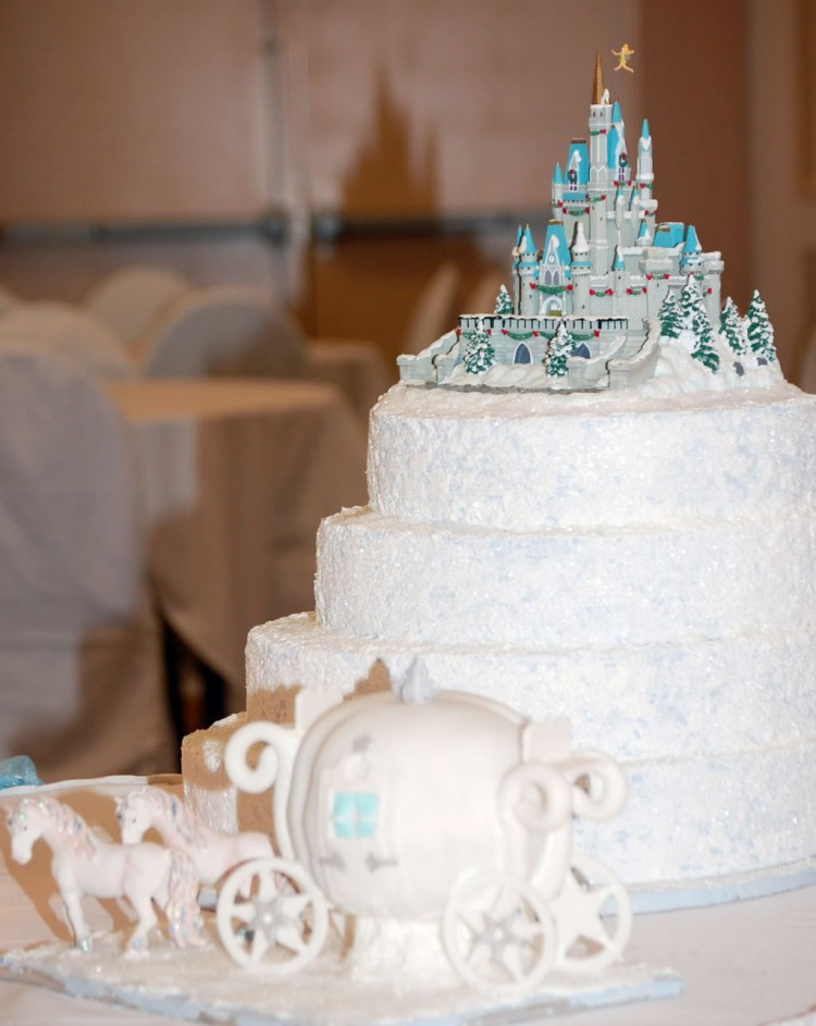 Cinderella Castle Wedding Picture in Wedding Cake