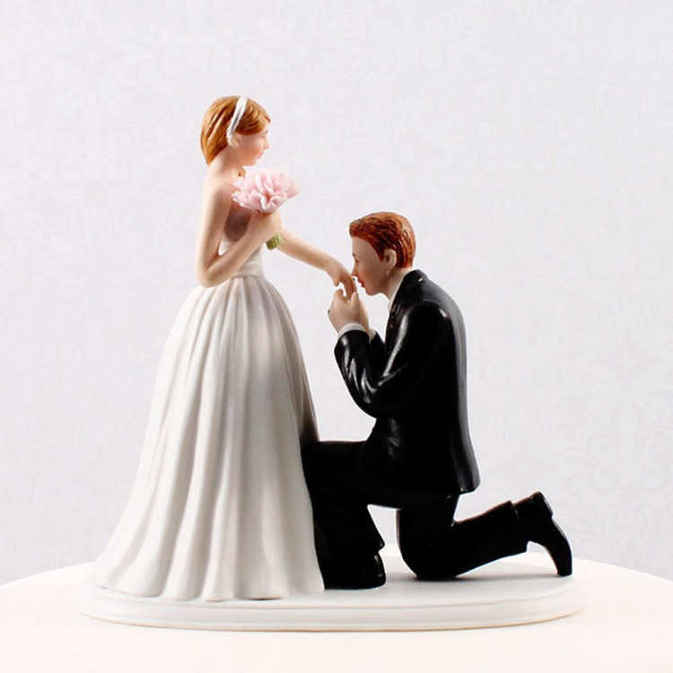 Cinderella Moment Wedding Cake Topper Picture in Wedding Cake