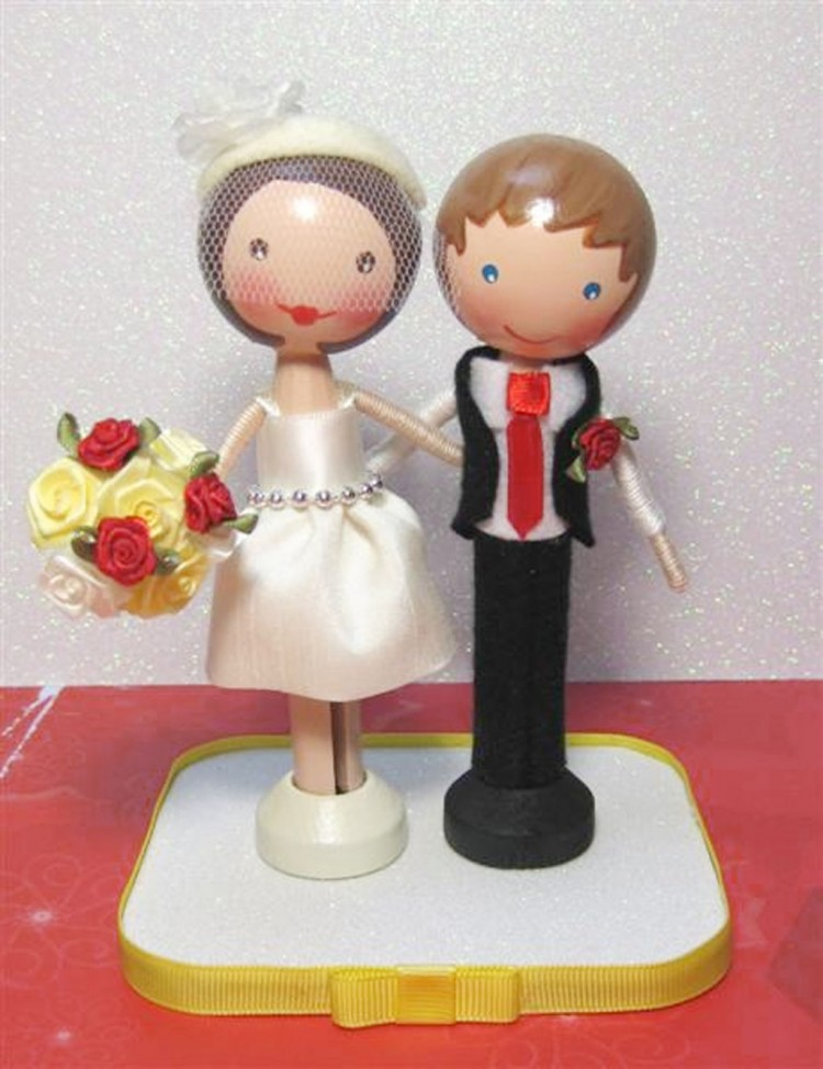 Clothespin Doll Wedding Cake Topper Picture in Wedding Cake