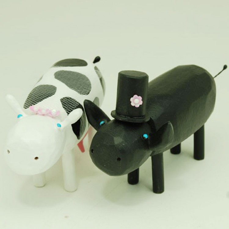 Cow And Bull Wedding Cake Toppers Picture in Wedding Cake