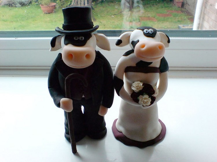 Cow Wedding Cake Toppers Picture in Wedding Cake