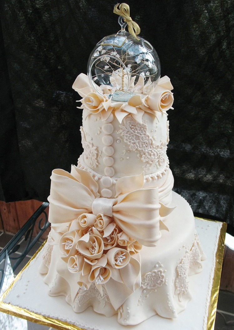Crazy Beautiful Wedding Cakes Picture in Wedding Cake