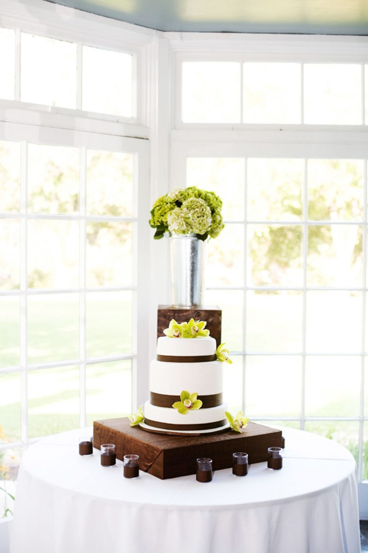 Custom Wedding Cake Bases Picture in Wedding Cake