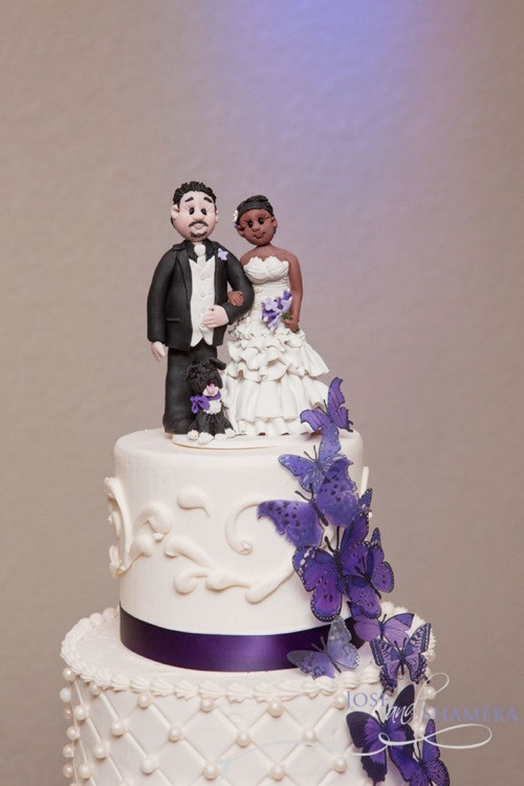 Cute Biracial Wedding Cake Topper Picture in Wedding Cake