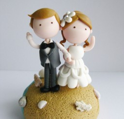 1024x1365px Cute Beach Wedding Couple Figurine Picture in Wedding Cake