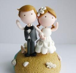 1024x1365px Cute Beach Wedding Couple Figurine Picture in Wedding Cake
