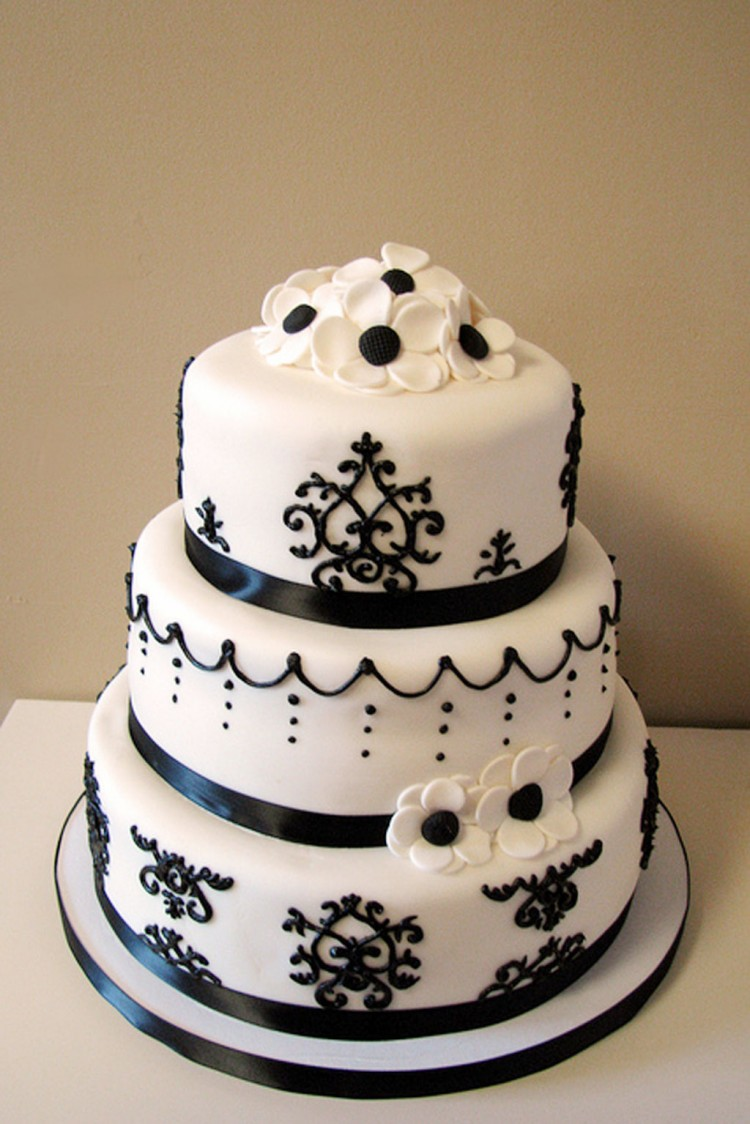 Damask Wedding Cake Picture in Wedding Cake