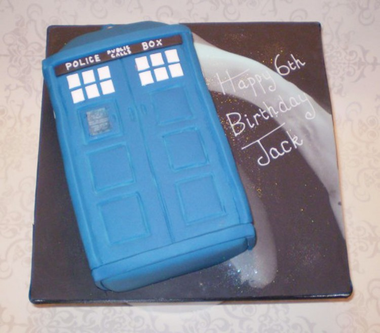 Dr Who Tardis Birthday Cake Picture in Birthday Cake