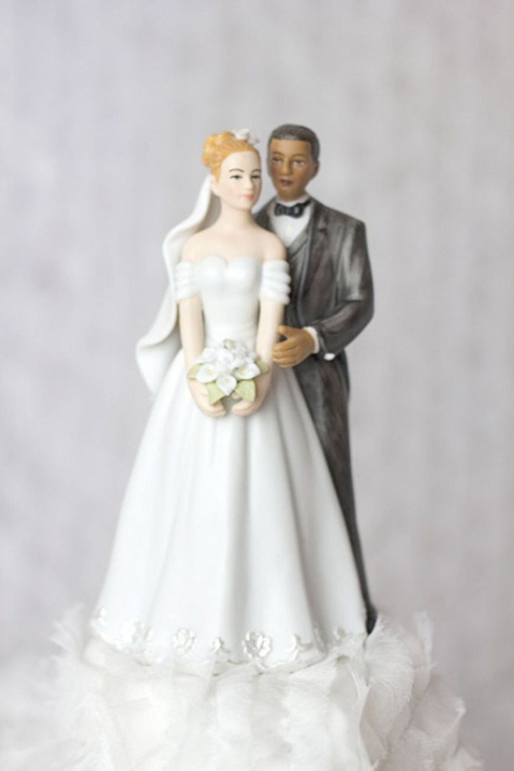 Elegant Interracial Wedding Cake Toppers Picture in Wedding Cake
