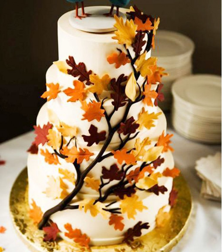 Fall Theme On Wedding Cake Picture in Wedding Cake