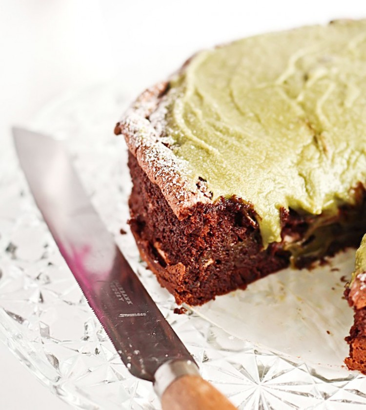 Flourless Chocolate Cake With Green Tea Icing Sugar Free Picture in Chocolate Cake