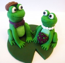 1024x768px Frog Wedding Cake Topper Picture in Wedding Cake
