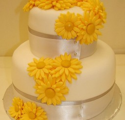 1024x1278px Gerber Daisy Grooms Wedding Cake Picture in Wedding Cake