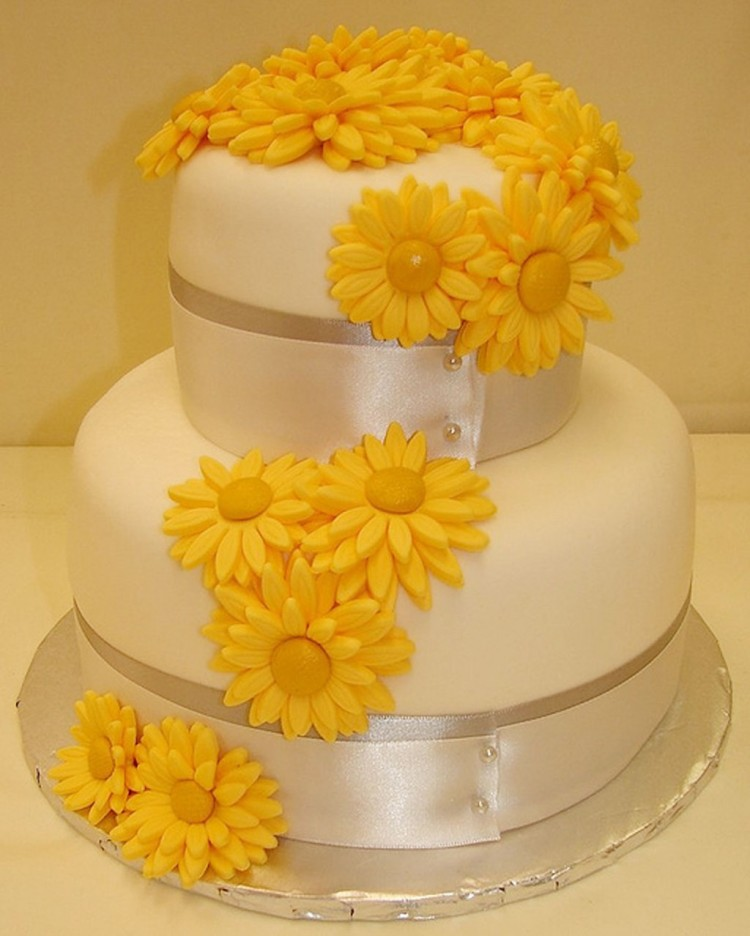 Gerber Daisy Grooms Wedding Cake Picture in Wedding Cake