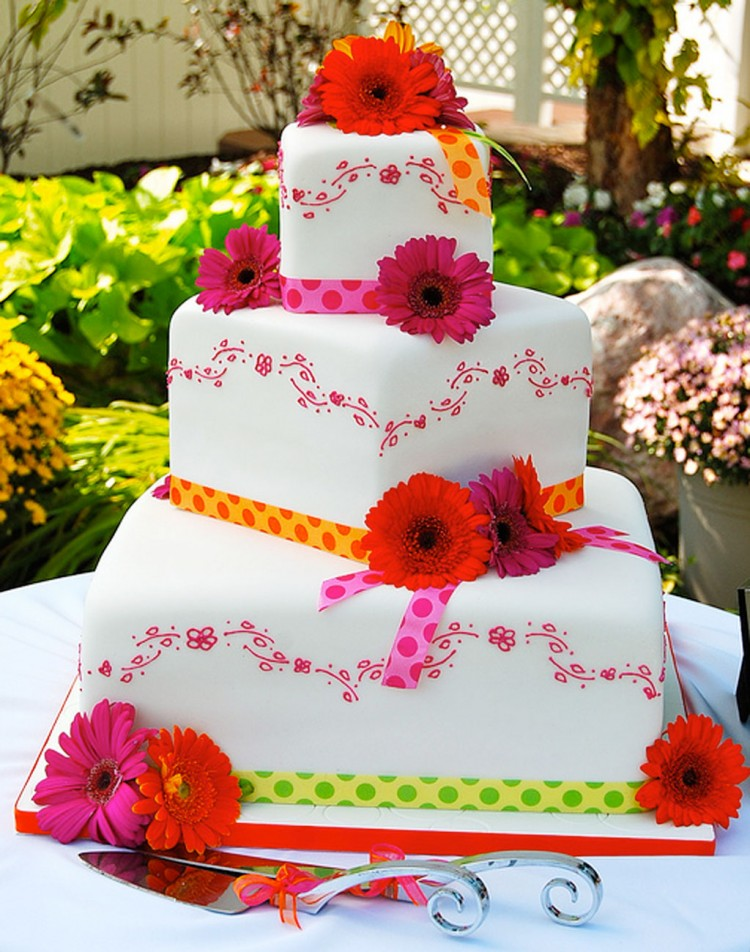 Gerber Daisy Wedding Cake Picture in Wedding Cake
