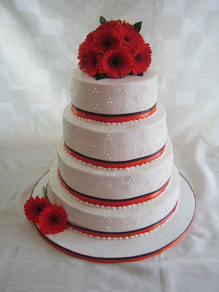 Gerber Red Daisy Wedding Cake Picture in Wedding Cake