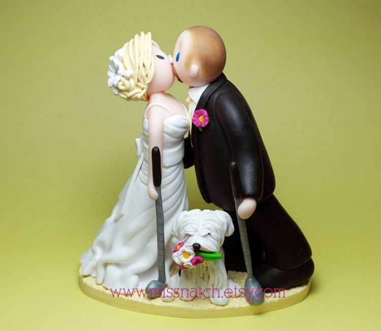 Golf Lover Kissing Couple Wedding Cake Topper Picture in Wedding Cake