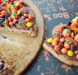 1024x768px Halloween Candy Chocolate Pizza Picture in Chocolate Cake