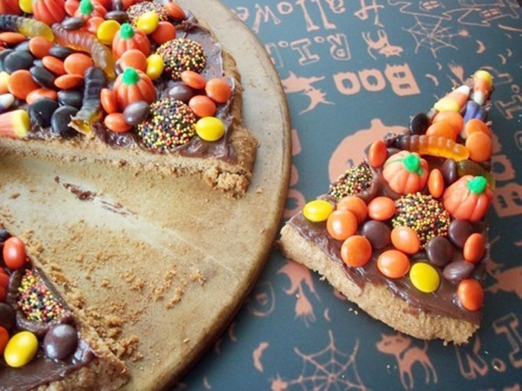 Halloween Candy Chocolate Pizza Picture in Chocolate Cake