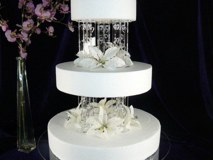 Hearts Design Wedding Cake Pillars Picture in Wedding Cake