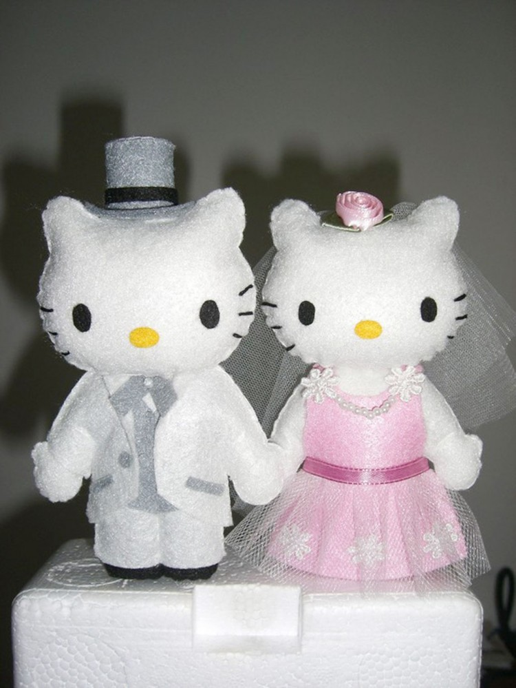 Hello Kitty And Daniel Wedding Cake Topper Picture in Wedding Cake