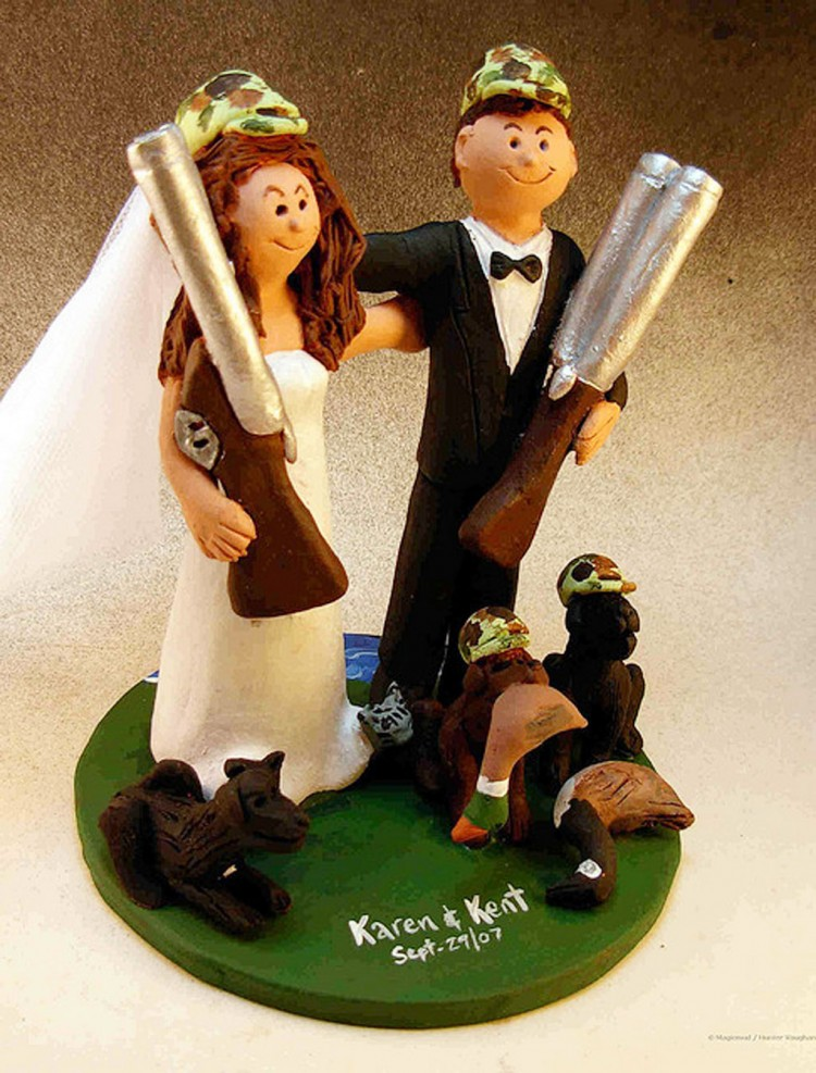 Hunting Bride And Groom Wedding Cake Topper Picture in Wedding Cake