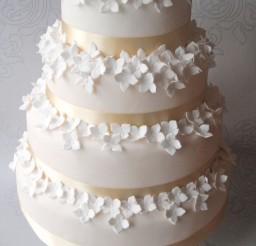 1024x1462px Hydrangea Wedding Cake Picture in Wedding Cake