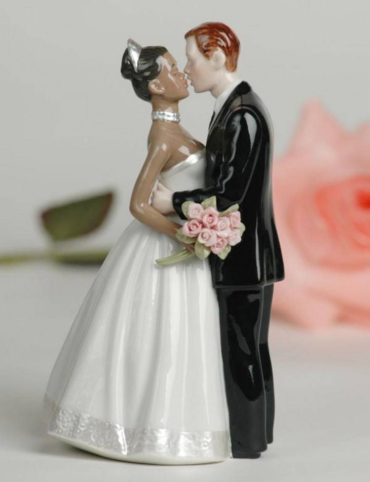 Interracial Biracial Wedding Cake Topper Picture in Wedding Cake