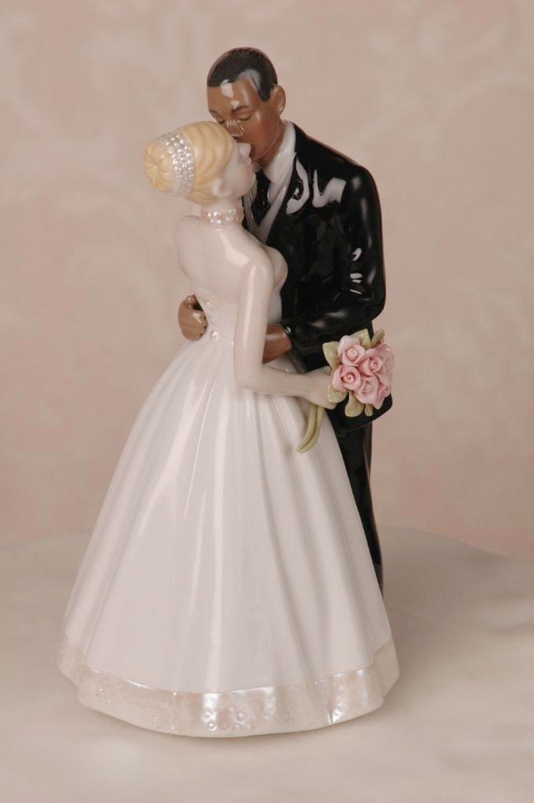 Interracial Couple Wedding Cake Topper Picture in Wedding Cake