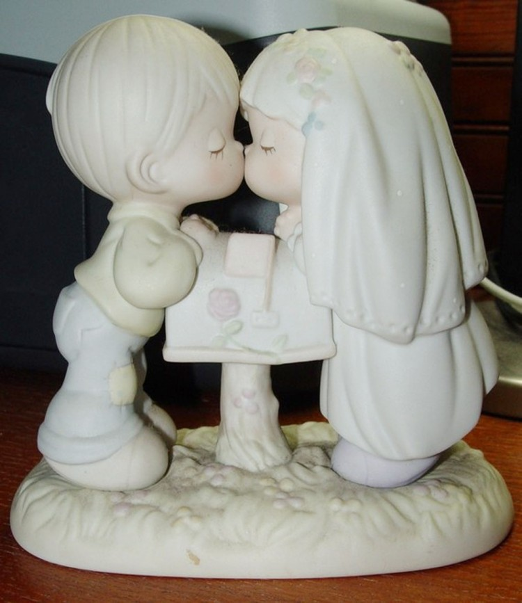 Kissing Moments Wedding Cake Topper Picture in Wedding Cake
